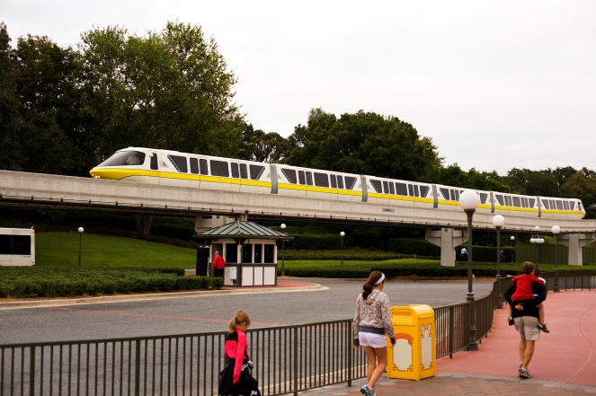 Disney_World_Monorail_01
